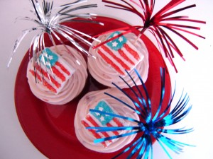 Nothing makes patriotism cuter than these cupcakes!