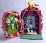 Honor your deceased family members with this compact altar box craft idea.  Combine all into one larger box or make separate boxes for each.