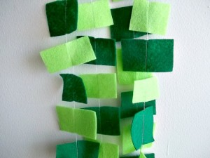 I love the bold look of this felt garland, use the bits of green felt you have leftover from other projects and get creative!