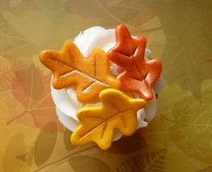 These gold-dusted fondant leaves add sparkle and interest to your standard pumpkin cupcakes!